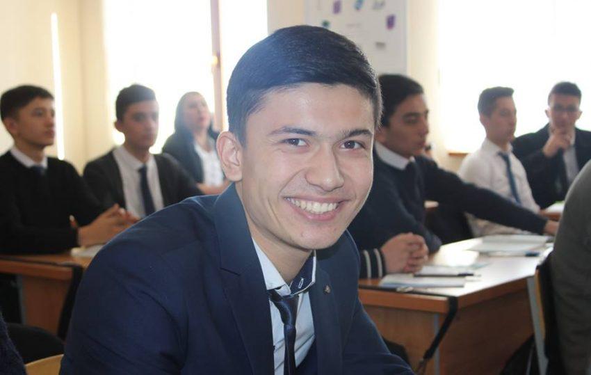 vruchili-podarki-v-litsee-turina-realscience-uchebniy-sentr-v-tashkente-11